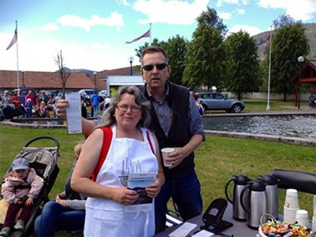 Gunn Siri Ousdal og Jøren-Ola Ousdal fikk tid til en liten foto-seanse innimellom servering av suppe og kaffe.